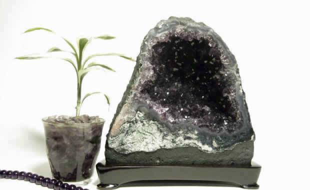 アメジストドーム原石(紫水晶洞・ジオード・カペラ) 4.42Kg 木製台座付