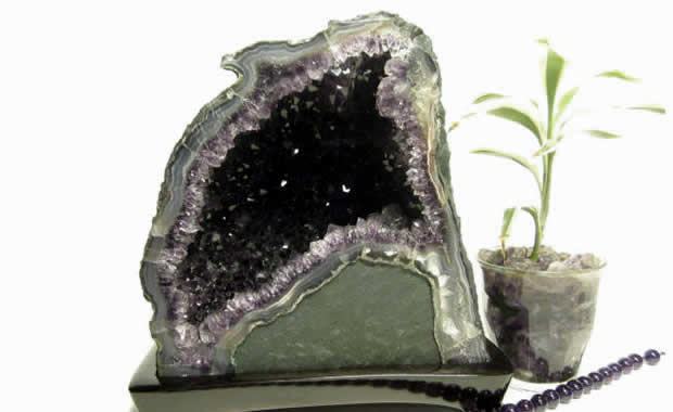 パワーストーンのアメジストドーム・アメジスト原石(紫水晶洞・ジオード・カペラ) 4.42Kg 木製台座付