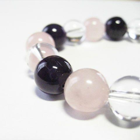 アメジスト・ローズクォーツ・水晶がそれぞれに六芒星パワーを持つブレスレット