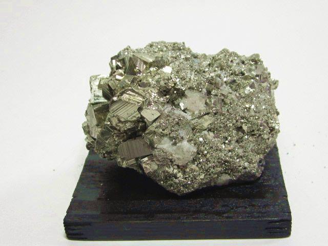 金運アップの天然石のパイライト(黄鉄鉱) 原石 02